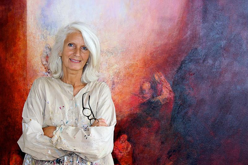 Carin Anderson, beeldend kunstenaar in haar atelier